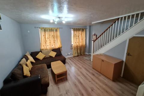 3 bedroom detached house to rent - Heathlands Way, Hounslow