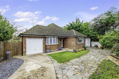 3 bedroom detached bungalow for sale - White Beam Way, Tadworth