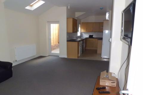 6 bedroom house - 172 Tiverton Road, B29