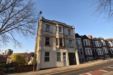 3 bedroom ground floor flat to rent - Hillreach London SE18