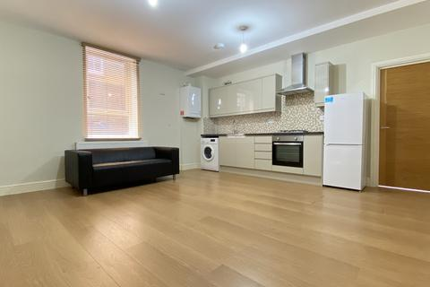2 bedroom flat to rent - Eastwood Close, South Woodford, E18