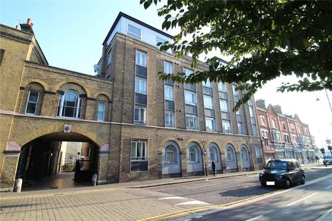 2 bedroom apartment for sale - High Street, Romford, essex, RM1