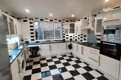 6 bedroom house to rent - Kensington Gardens, Ilford