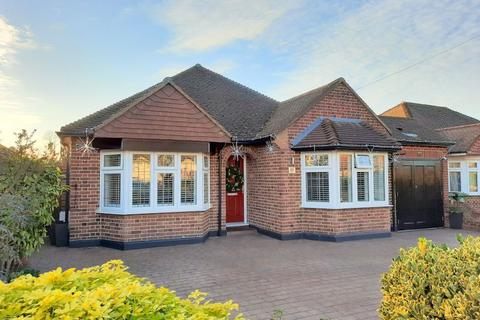 3 bedroom detached bungalow for sale - Grosvenor Road, Staines-Upon-Thames
