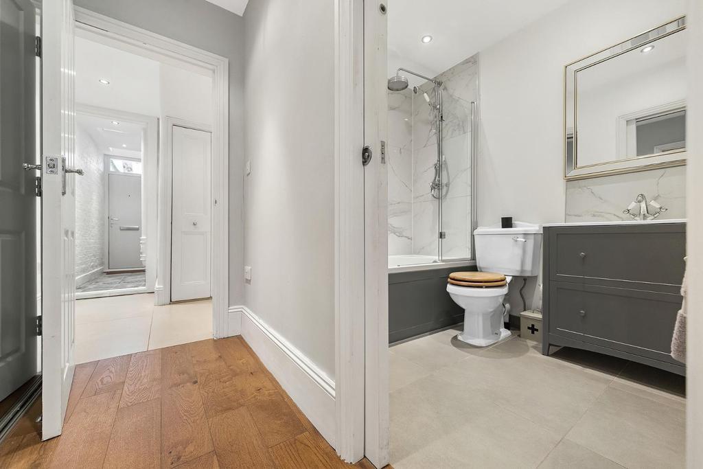 En Suite Bathroom (2).jpg