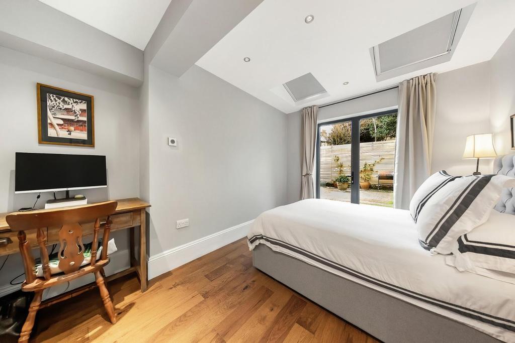 Bedroom One (3).jpg
