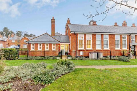 2 bedroom semi-detached bungalow for sale - Kensington Way, Brentwood