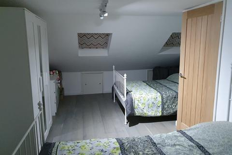2 bedroom flat to rent - Richmond Road, Ilford, Greater London