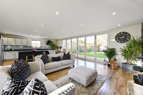 4 bedroom detached house for sale - Brier Lea, Lower Kingswood, Tadworth