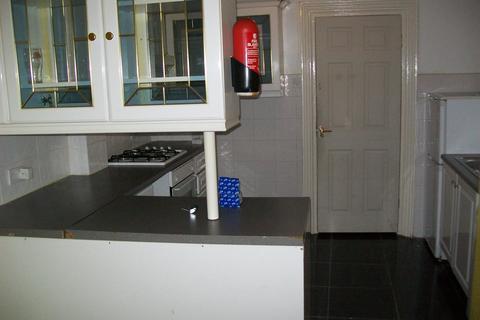 2 bedroom ground floor flat to rent - Ivy Road, London E17