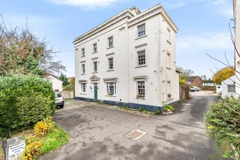 2 bedroom flat - High Street St. Mary Cray BR5