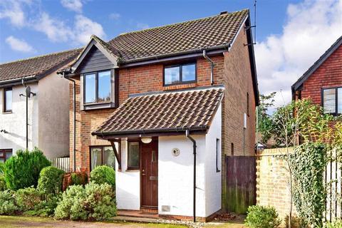 3 bedroom detached house for sale - Carlton Tye, Langshott, Horley, Surrey