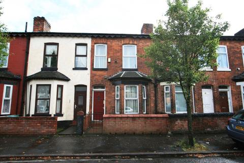 3 bedroom terraced house - Clitheroe Road, Manchester, M13