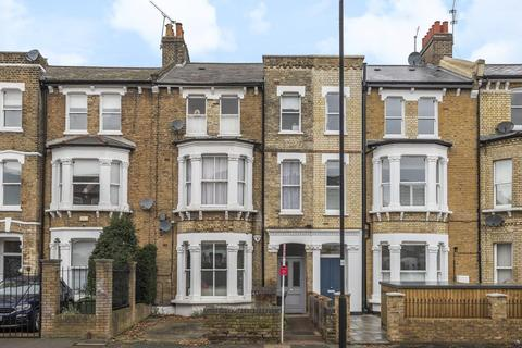 2 bedroom flat - Chelsham Road, Clapham