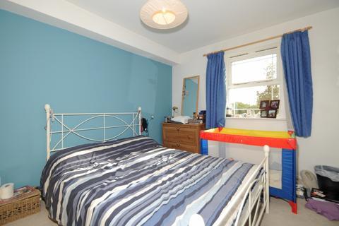 2 bedroom flat to rent - Coates Avenue Wandsworth SW18
