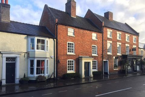 Townhouse to rent - High Street, Eccleshall, ST21