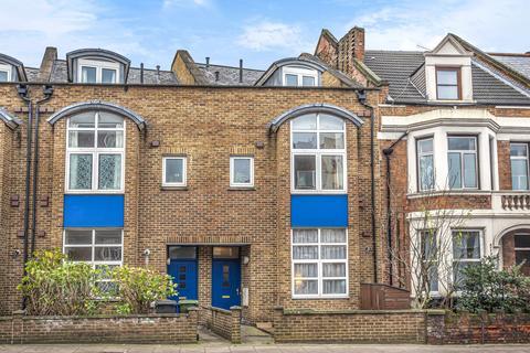 4 bedroom end of terrace house - Lee High Road London SE13