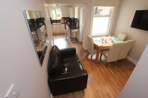 5 bedroom semi-detached house to rent - Hall Lane, Liverpool