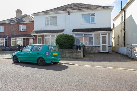 4 bedroom semi-detached house to rent - Cardigan Road BOURNEMOUTH