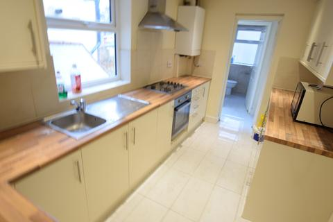 3 bedroom terraced house to rent - Connaught Road, Reading, Berkshire, RG30