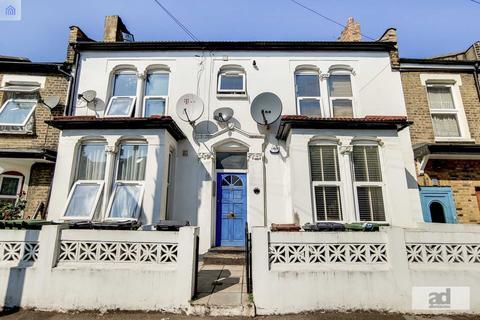 1 bedroom flat - Westdown Road, Stratford