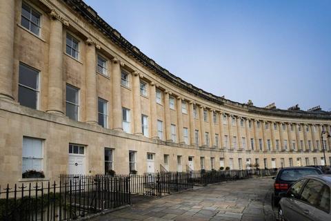 1 bedroom apartment - Royal Crescent, Bath