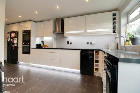 3 bedroom terraced house - Junction Road, Gillingham