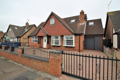 4 bedroom detached bungalow for sale - Thames Road, Canvey Island