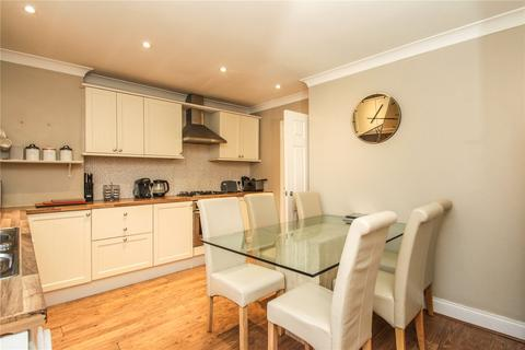 2 bedroom bungalow for sale - Henson Avenue, Canvey Island, Essex, SS8