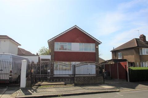 4 bedroom detached house for sale - Northumberland Crescent, Bedfont