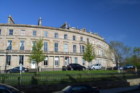 2 bedroom flat to rent - Crown Circus, Dowanhill, Glasgow. G12 9HB