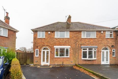 3 bedroom semi-detached house - Charlecote Croft, Shirley