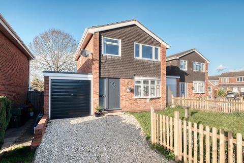 3 bedroom detached house - Pennine Road, Bromsgrove, B61 0TA