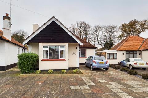 2 bedroom detached bungalow for sale - Vardon Drive, Leigh-on-Sea