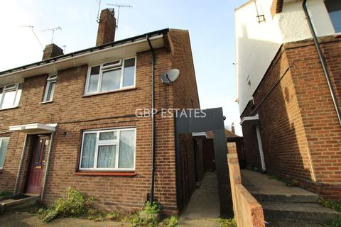 2 bedroom maisonette for sale - Chelmsford Avenue, Romford