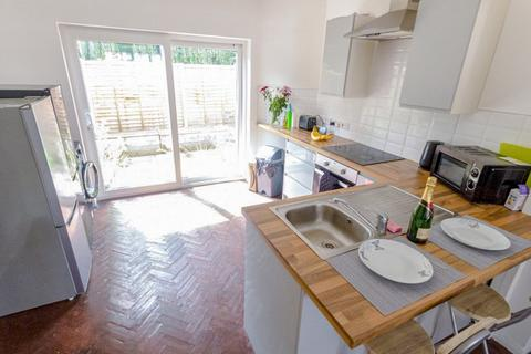 4 bedroom terraced house to rent - Westleigh Road, Leicester