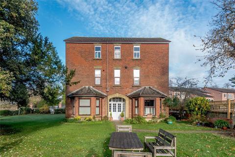 2 bedroom flat - Methuen Drive, Salisbury, Wiltshire, SP1