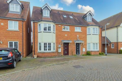 4 bedroom semi-detached house for sale - Woden Avenue, Colchester