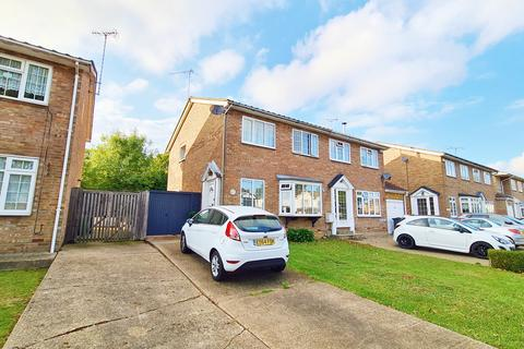 3 bedroom semi-detached house for sale - Helena Road, Rayleigh, Essex