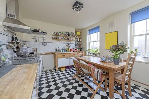 2 bedroom flat for sale - Clapham Common South Side, London, SW4