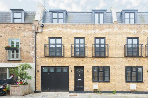4 bedroom mews to rent - Chippenham Mews, London