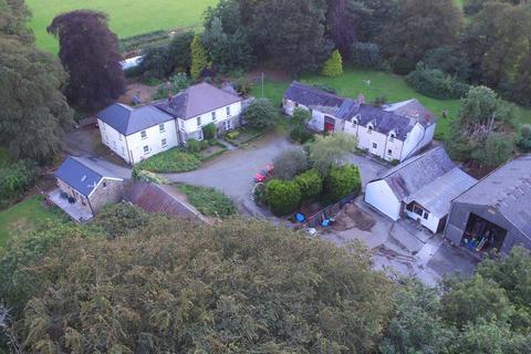 6 bedroom property with land for sale - Panteg Cross, Llandysul, SA44