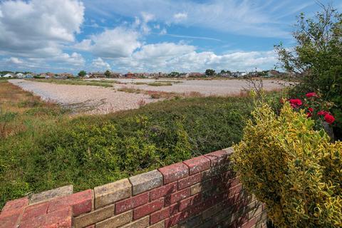 5 bedroom detached bungalow for sale - Seaview Road, Greatstone, New Romney, TN28