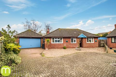 2 bedroom detached bungalow for sale - Poundfield Close, Station Road, Alresford, Colchester, CO7