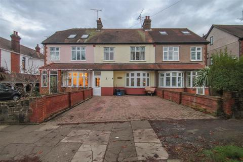3 bedroom terraced house for sale - Southbourne Grove, Westcliff-On-Sea