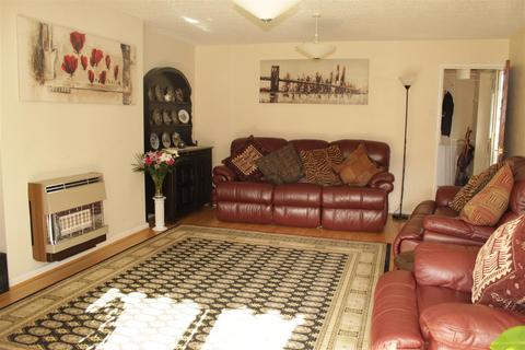 3 bedroom semi-detached house - Woodlands Way, Hurworth Place