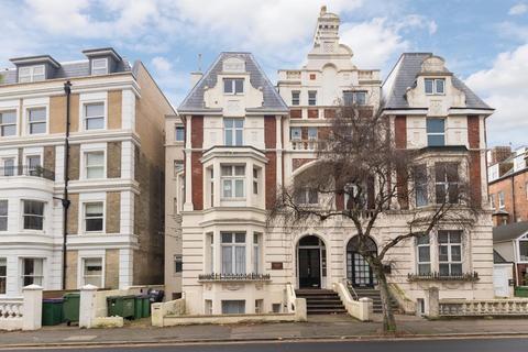 2 bedroom flat for sale - Sandgate Road, Folkestone