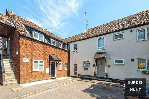 2 bedroom apartment for sale - The Chestnuts, Abridge, RM4
