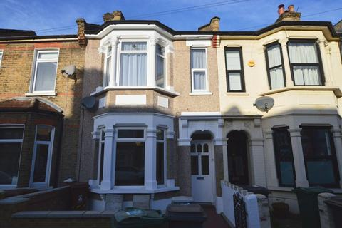 2 bedroom flat - Claude Road, Leyton, E10