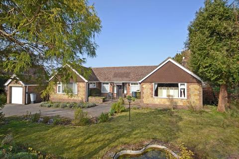 3 bedroom detached bungalow for sale - Church Street, Pulborough, West Sussex, RH20